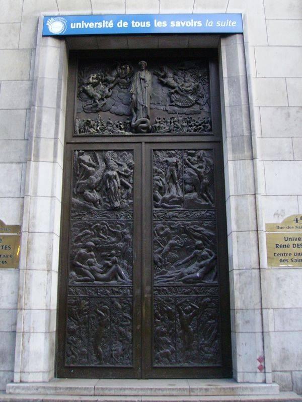 Puerta de la facultad de medicina