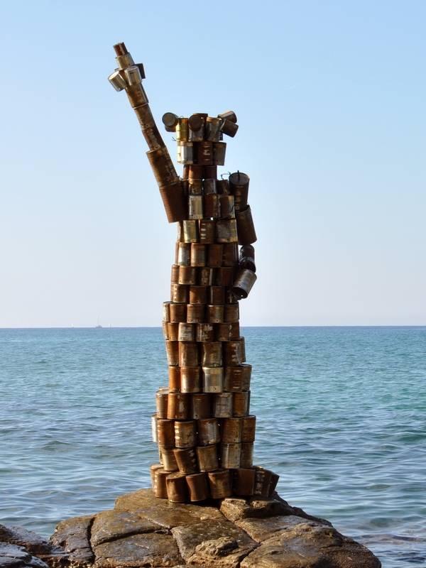Estatua de la libertad en latas