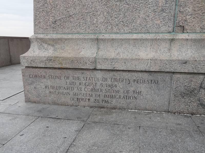 Piedra inaugural de la base
