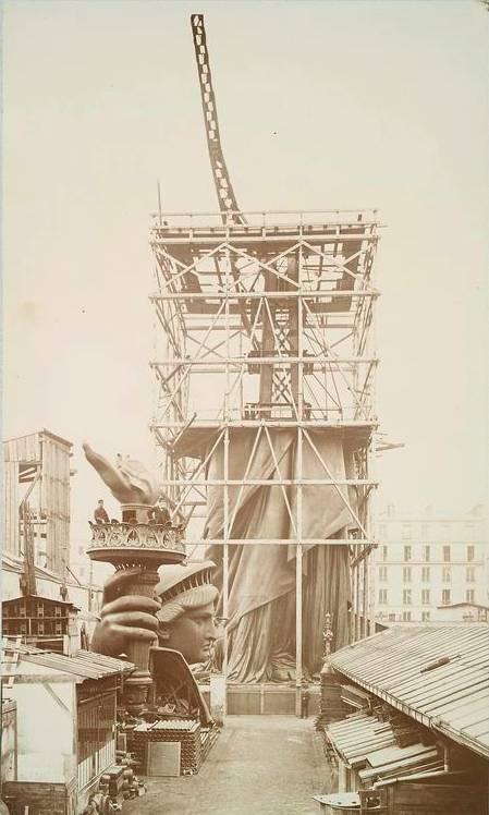 Estructura de la estatua en París