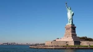 Estatua de la libertad en la isla de la libertad