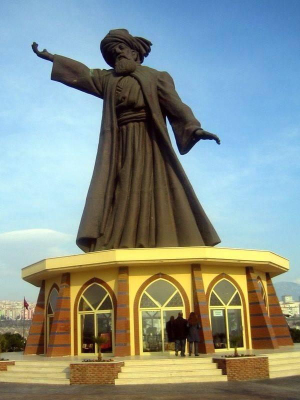 Estatua de Mevlana