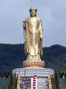 El buda del templo de la fuente