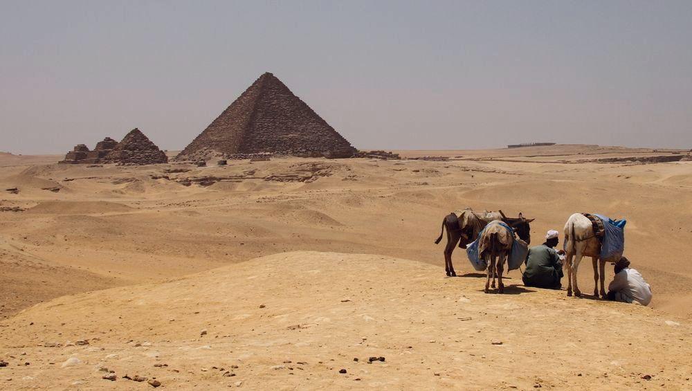 Pirámides en el desierto