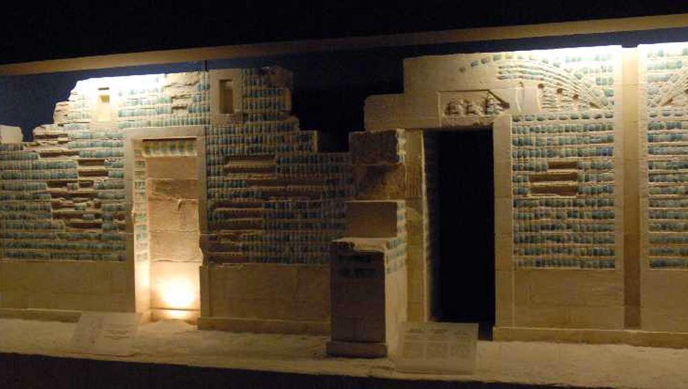 Loza azul de una cámara funeraria
