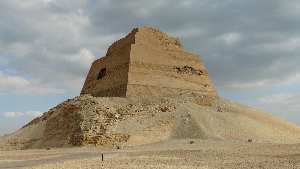 La pirámide escalonada de Snefrou, Meidum