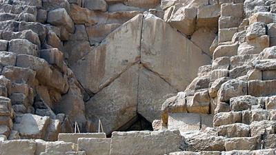 Entrada a la pirámide de Keops