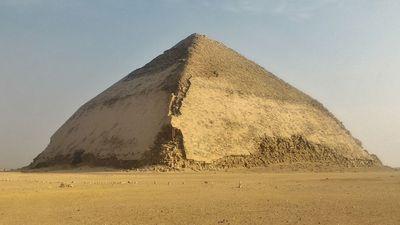 La pirámide romboidal de Snefrou.