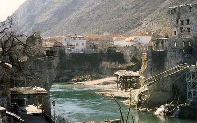 Puente destruido