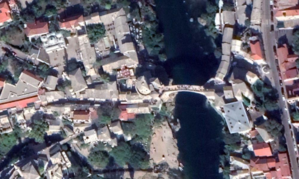 Vista aerea del puente de Mostar