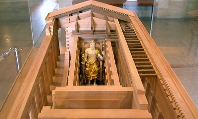 Modelo en el Louvre
