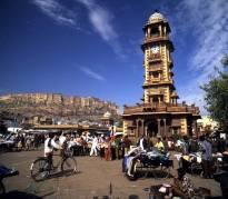 La torre del reloj y el mercado de sardar