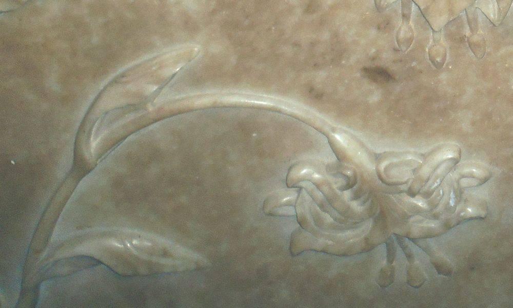 Detalle de esculturas de mármol