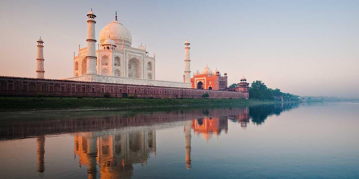 El Taj Mahal y el río