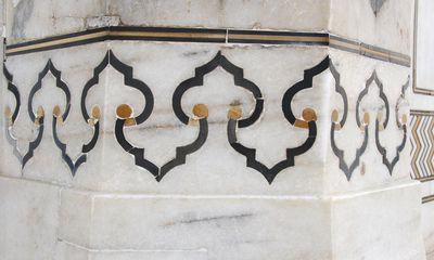 Patrones geométricos en pietra dura