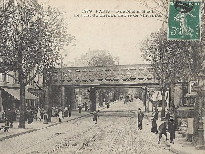 Puente ferroviario en París, Francia