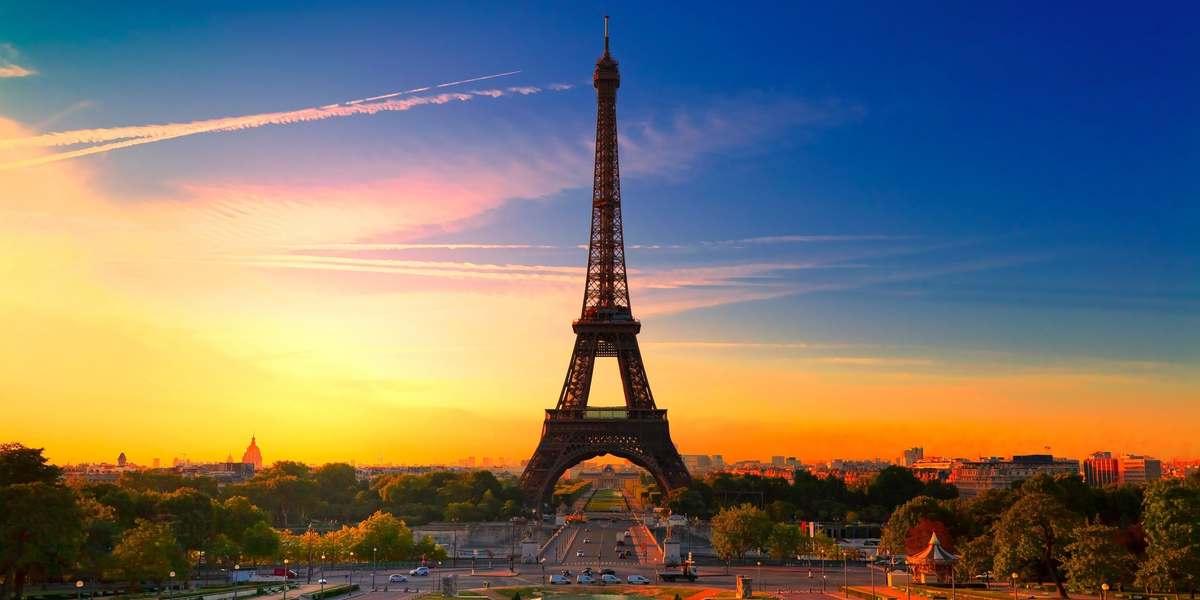 La torre Eiffel al atardecer