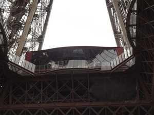 El pabellón Ferrié, frente a las barreras de vidrio.