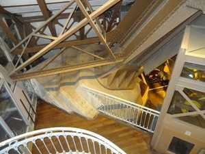 El interior del pilar oriental