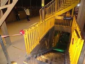 Las escaleras bajan hasta el 1er piso.