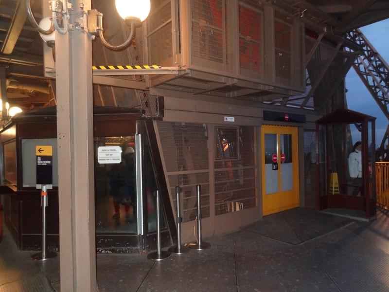 Llegada del ascensor en el 2do piso