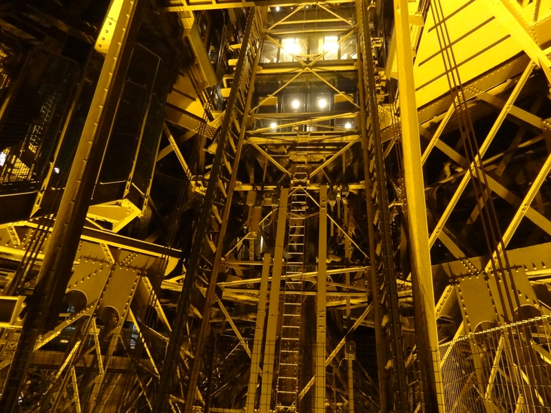 Jaula del elevador oeste