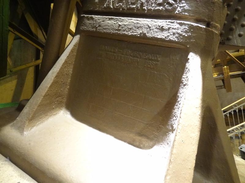 Inscripción indicando los altos hornos